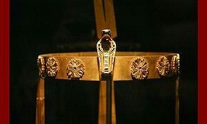 """The crown of Sit-Hathor Yunet. Sithathoriunet (her name means """"daughter of Hathor of Dendera"""") was an Ancient Egyptian king's daughter of the 12th dynasty, mainly known from her burial at El-Lahun in which a treasure trove of jewellery was found.She was possibly a daughter of Senusret II since her burial site was found next to the pyramid of this king."""
