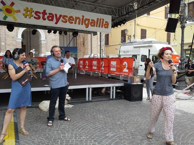 """Una delle tante dirette radiofoniche del programma """"Caterpillar"""", in onda ,per Radio Due,nella storica Piazza Roma, a Senigallia,nelle Marche...Italia ."""