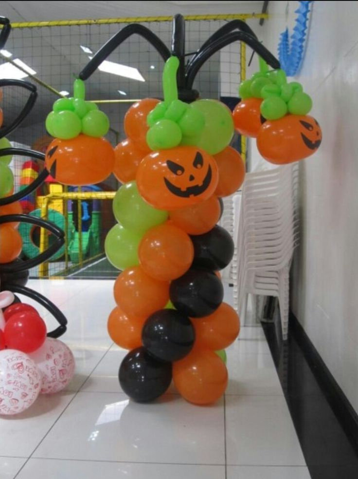 17 best images about halloween balloon decorations on for Balloon decoration for halloween