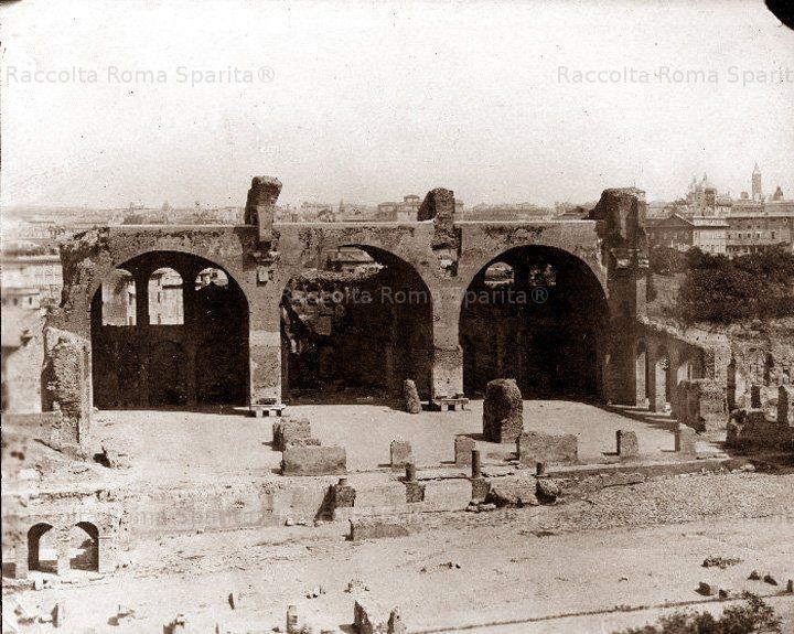 Basilica di Massenzio ante scavi della via sacra.Fine 800