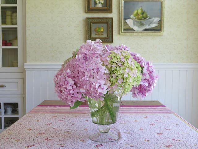 Bluetiful Crayola Crayon Flower Arrangement | Petal Talk |Country Hydrangeas Vase