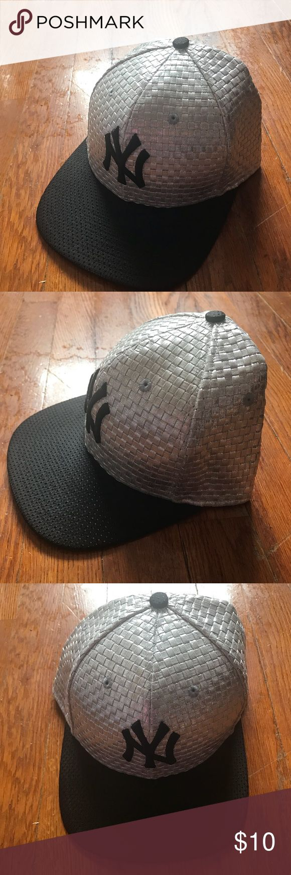 New Era 9Fifty Fitted Hat Just like NEW! Silver and Black Combo New York Yankees Hat. New Era Accessories Hats