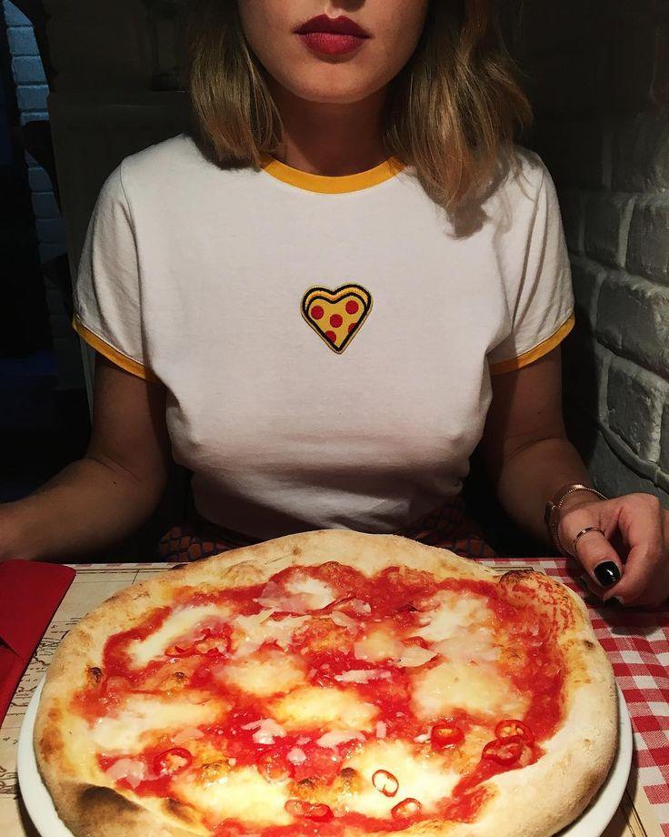 """654 Me gusta, 20 comentarios - PIZZA SPORT (@pizzasportbrand) en Instagram: """"Już nie wiemy co jest lepsze... Czy sama pizza? Czy nasze nowe damskie koszulki?🤔🤔🤔🍕🍕🍕 #pizzasport…"""""""