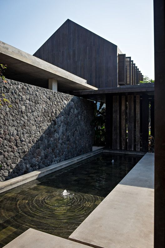 Gallery of DRA House in Bali / D-Associates - 17
