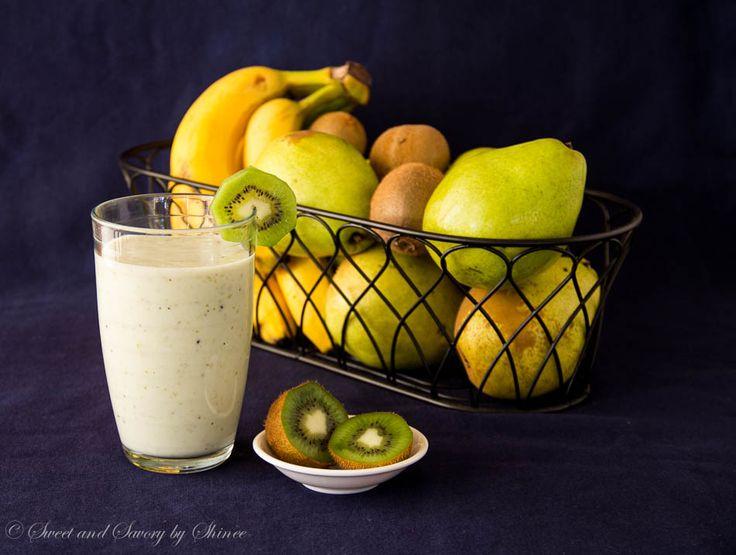 Pear Kiwi Banana Smoothie                                        http://www.sweetandsavorybyshinee.com/2014/01/19/pear-banana-kiwi-smoothie/