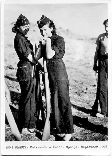 """Sep 1936 - (Mamá was only 9 mo.) """"Estremadura Front, Spanje"""" by Hans Namuth  = """"Frente de Extremadura, España""""    Spain's Civil War // Hans Namuth (1915 – 1990) German-born photog.   In Paris, at 20, he befriended German expat. photog. George Reisner. They were sent to cover the Workers' Olympiad in July 1936, which put them in Barcelona dur. the open. stages of the Spanish Civil War. Over the next 9 mos, they photog. the war."""
