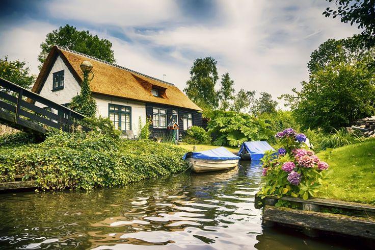 Giethoorn este Veneția Olandei sau a nordului Europei. Aici nu sunt drumuri doar canale. Aici nu sunt nici un fel de automobile!