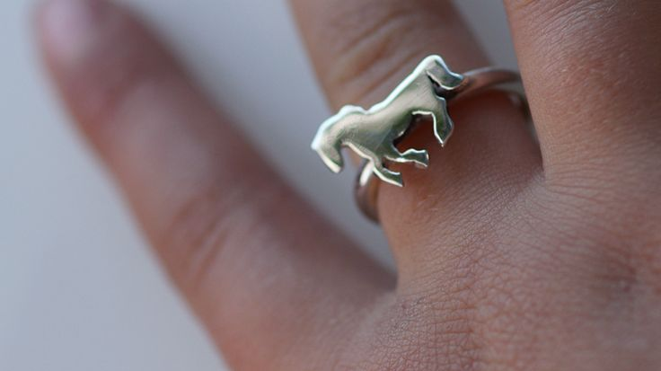 Sterling Silver Horse RingSterling silver cut out horse Ring