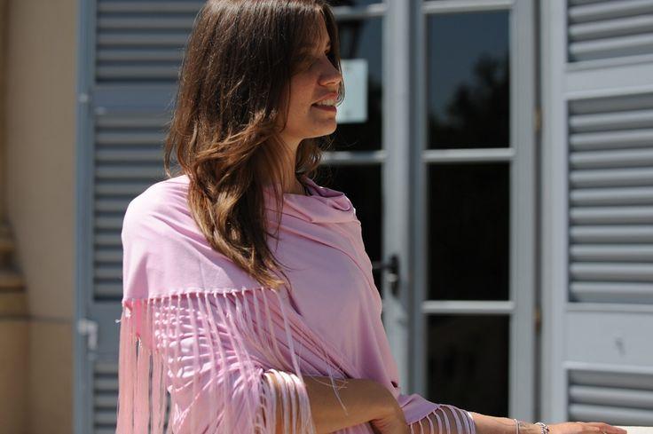 Come indossare lo scialle per la cerimonia di primavera
