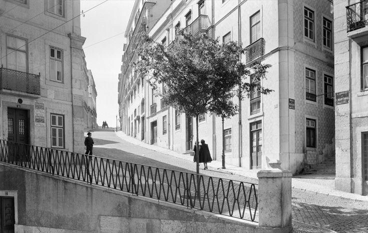 largo-de-sao-martinho-lisboa-portugal-vista-da-rua-saudade.jpg (2000×1269)
