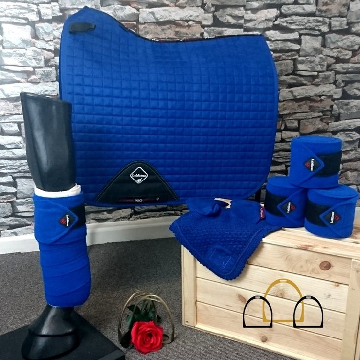 Love blue? Benetton Blue is one of the most gorgeous colours from #LeMieux and this matchy set certainly stands out! Update your horses wardrobe with this beautiful matching dressage numnah, bandages and fly veil set! #matchydressage #matchyset #loftyequestrian