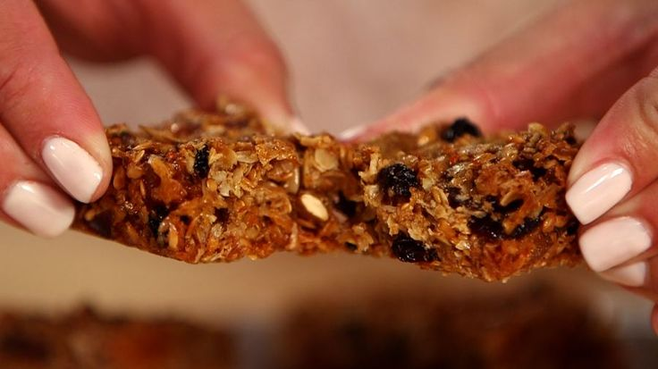 Soft, chewy homemade granola bars