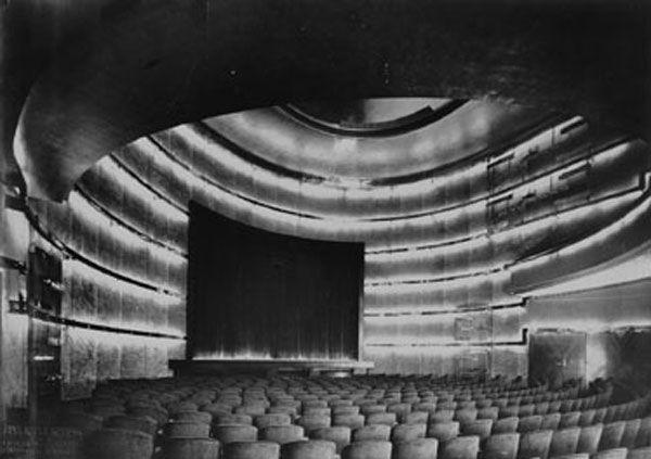 Der von Carl Urach Stahl 1927 gestaltete Kinosaal mit über 1.000 Plätzen im Haus Vaterland
