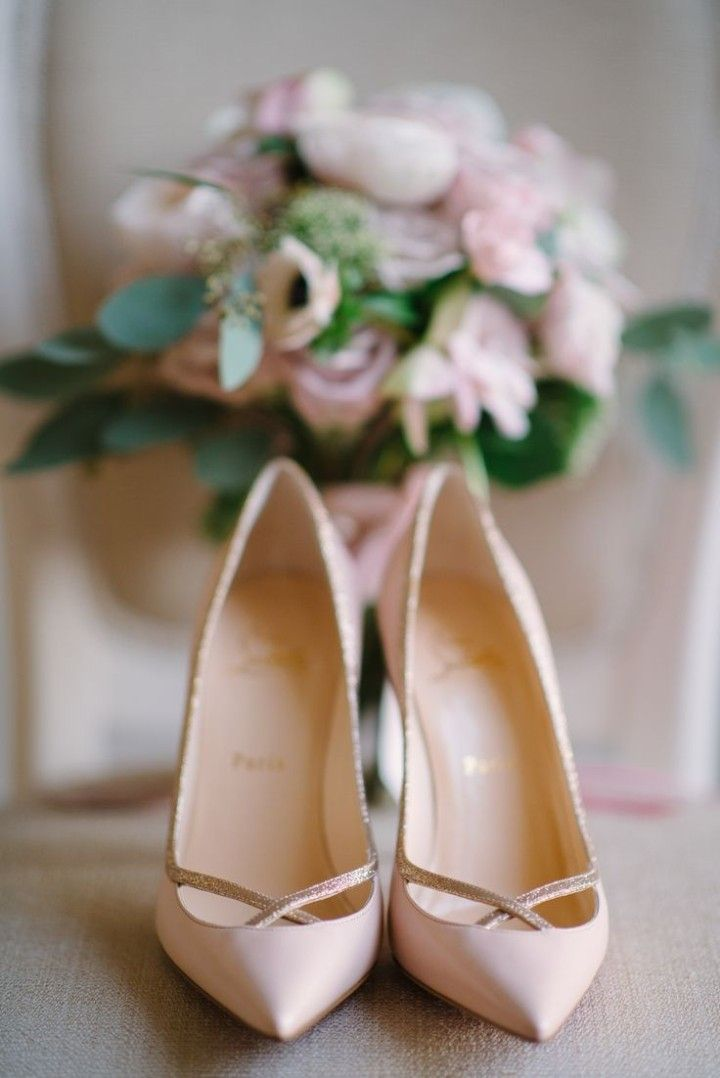 Chaussures mariee nude Christian Louboutin l Source Pinterest l La Fiancee du Panda blog mariage