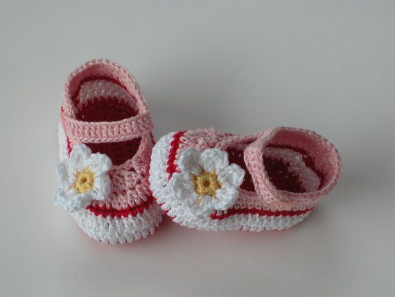 Crochet Baby Shoes / Booties /Slippers - PATTERN 139 /Daisy / Size 0-12 months /Instant Download( Permission to sell finished items)