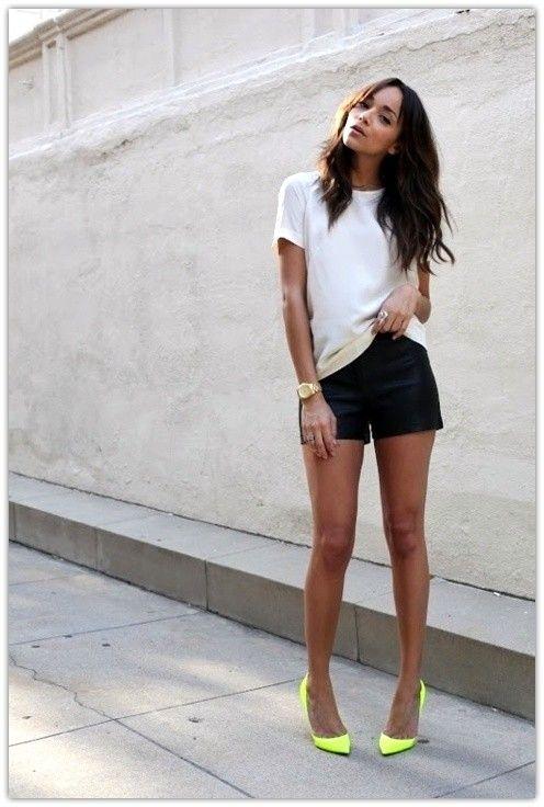 Indraznesti sa porti pantaloni scurti din piele? Fashion  Sunt superbi.  Sunt la moda.  Sunt deosebiti.  Sunt indrazneti.  Sunt rock.  Sunt superbi. Dar stai, am mai spus asta o data. Te inspira?