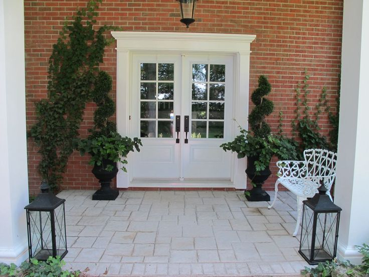 Front Entrance Traditional Outdoor Decor