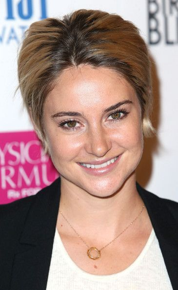 Shailene Woodley Photos Photos - Actress Shailene Woodley attends the Premiere of Magnolia Pictures' 'White Bird in a Blizzard' at the ArcLight Hollywood on October 21, 2014 in Hollywood, California. - 'White Bird in a Blizzard' Premieres in Hollywood