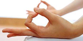 Mudra significa gesto. Los mudras son los gestos corporales que se utilizan especialmente en el