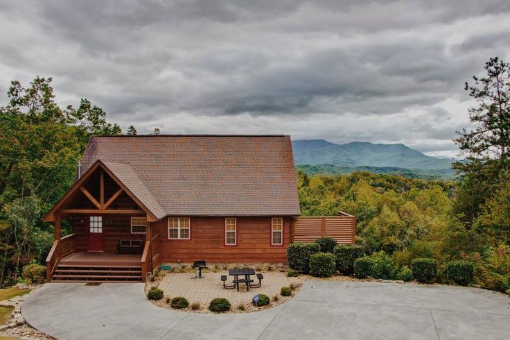 Cute cabins at Cozy Mountain Cabins - Rentals in Gatlinburg, Pigeon Forge, & Cosby, TN