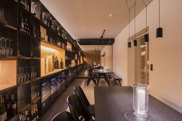 #Weekend in #relax? Un bicchiere di vino e un'atmosfera avvolgente è quel che serve! con #Microtopping! #cantina #hotel