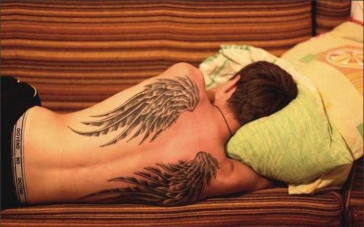 En la espalda, las #alasdeángel también representan la magia y lo trascendental, el viaje al más allá, el #vuelo y, por ende, la #libertad.