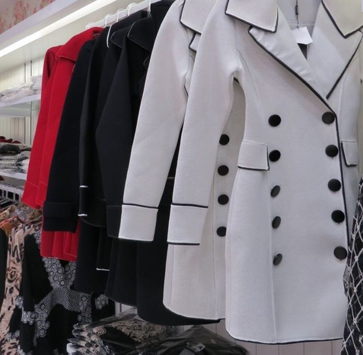 Loja Vie Rose Park Shopping Barigui. Casacos de inverno, neoprene, trench coach