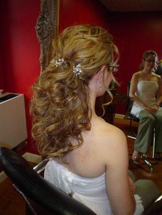 Weddingwire Fi  Joost Half opgestoken bruidskapsel