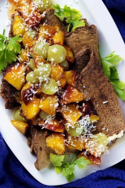 http://ostra-na-slodko.pl/2015/09/02/czekoladowe-nalesniki-z-owocowa-salsa-i-sosem-karmelowym/