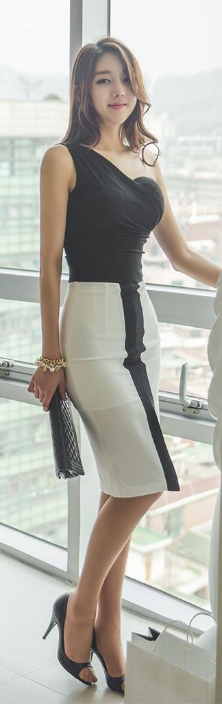Luxe Asian Women Design Korean Model Fashion Style Unbalanced Black Top