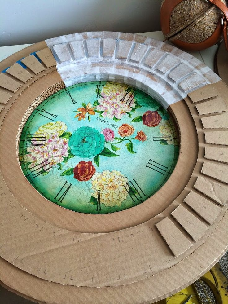 Flora clock made from a cardboard box. Customize it to match your decor! #imnotabox