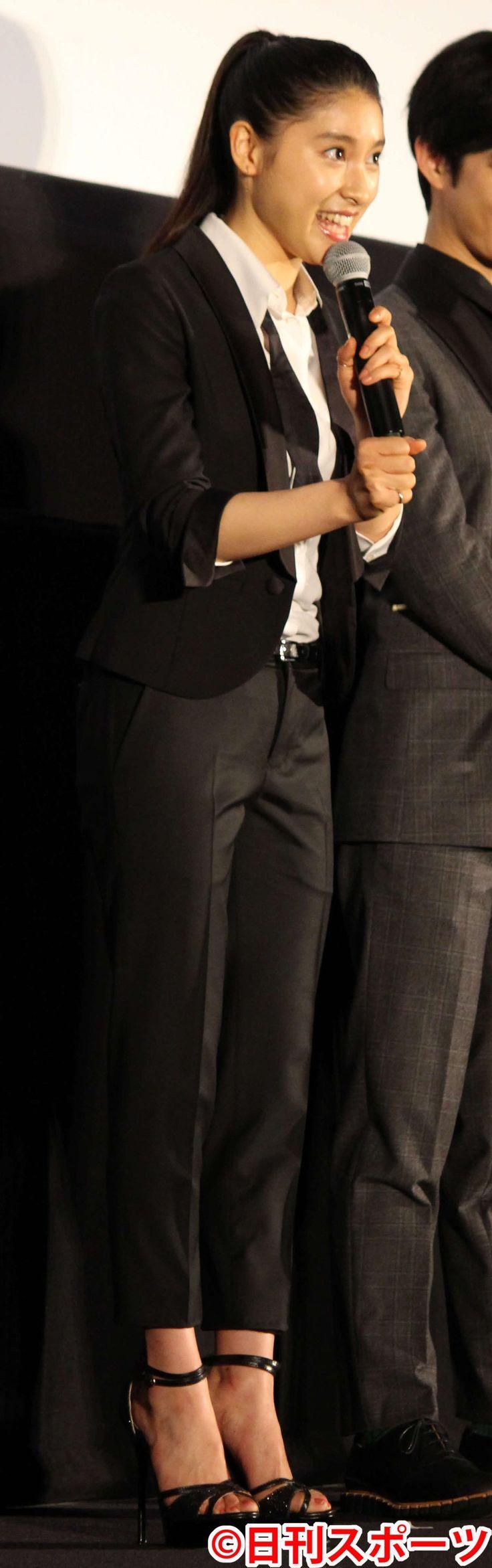 スーツにポニーテールでボーイッシュに決めた土屋太鳳(撮影・杉山理紗) / 土屋太鳳スーツ姿で「お兄たちの愛を感じて欲しい」 #土屋太鳳 #スーツ
