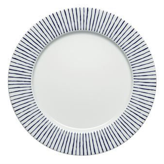 With its clean lines and radial design, Carisma creates a lovely table setting, suitable for both everyday and special occasions. The plate is part of the series Carisma, which is designed by Jonas Bohlin for Rörstrand.