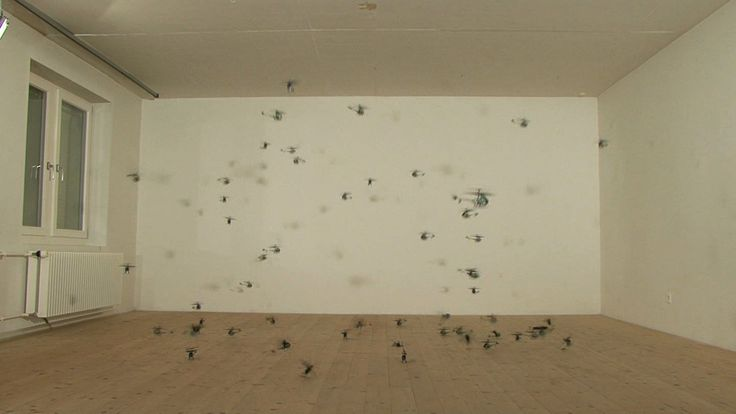 Keine Helikopter (56 Small Helicopters), 2008  © Roman Signer