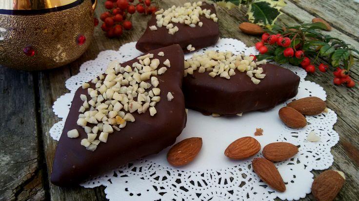 Mostaccioli mandorlati, ricetta natalizia