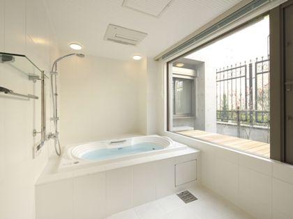 アルティス「バスルーム 大きな窓」