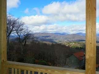 Blue Ridge Mountain Rentals: Aussies Den in Blowing Rock Area – Blue Ridge Mountain Rentals