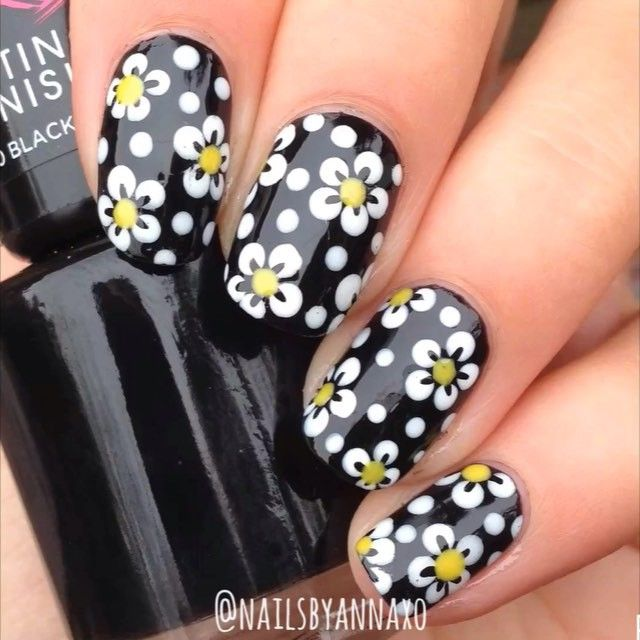 Dotty flowers tutoriaaal✨ Omg look I painted both hands, go me I used @rimmellondonuk 'Black Cab' and 'Sunshine' @barrymcosmetics 'Matt White' @nyc_new_york_color Top Coat, dotting tool and brush from eBay! Song: Lost Frequencies - Reality