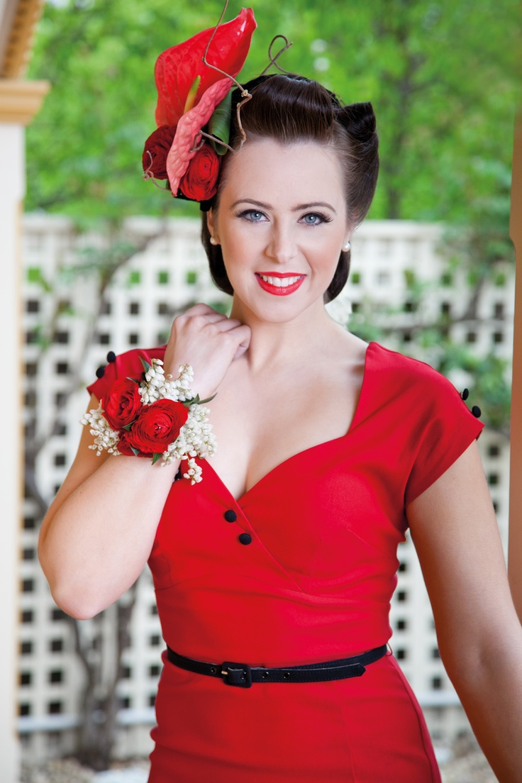 Be bright with block red - featuring the Red Rose Emirates Stakes Day Flower of the Day #springracing #racewear #flowersoftheday