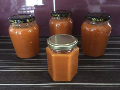 Bonjour voilà la recette. Cetait pour des pots a confiture mais moi jai mis dans des pots a moutarde M....e. Du coup moi jai doublé les doses et je n'avais pas de paprika donc jai mis du piment doux !