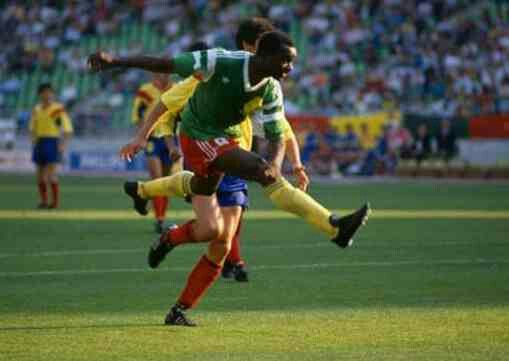 Cameroon 2 Romania 1 in 1990 in Bari. Amazingly 38 year old Roger Milla scores again on 86 minutes to make it 2-0 in Group B #WorldCupFinals