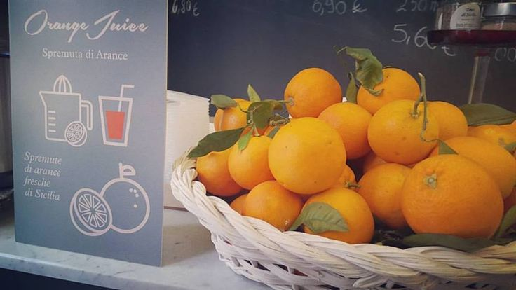 Freshly squeezed Sicilian Oranges Juice! Vitamin C to recharge your batteries before a long working day! #sicily #orange #oranges #juice #freshness #fresh #vitamins #vitaminc #squeeze #sicilianfood #breakfast #power