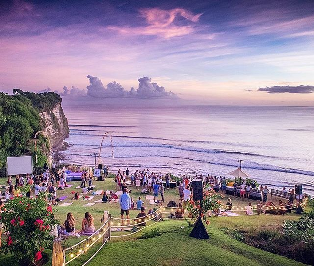 Bali Wedding At Uluwatu Surf Villas 31 See More Hangin Out By The Cliffside With Those Beautiful Twilight Skies Above