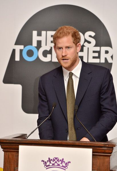 Prince Harry Photos - Prince Harry speaks at a reception on World Mental Health Day to celebrate the impact of the Heads Together Charity at St James's Palace on October 10, 2017 in London, England. - The Duke & Duchess Of Cambridge and Prince Harry Support World Mental Health Day
