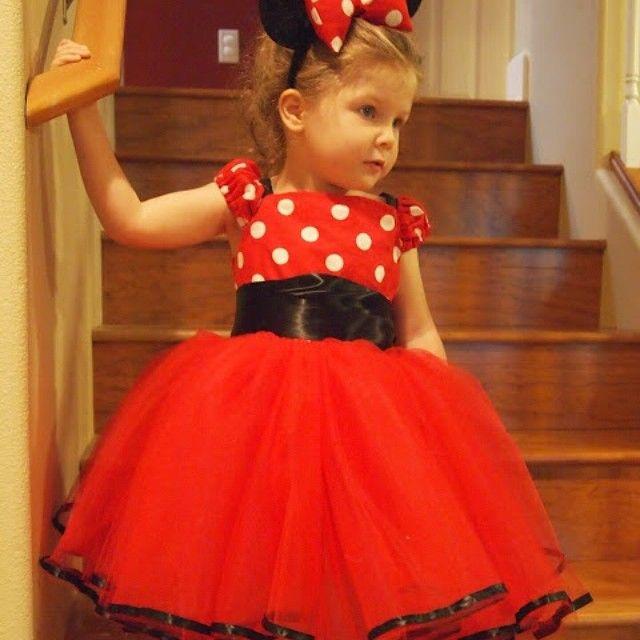 Na dúvida sobre fazer ou não um vestido especial para o niver, digo, um vestido no tema... Olhem esse que fofo!!! Foto: Pinterest #festaminnie #festaminnievermelha #niverdamel