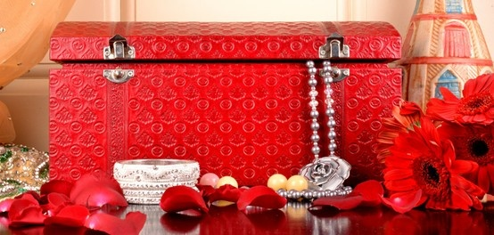 A perfect wedding gift for a bride. A leather jewellery case by Luxeover.