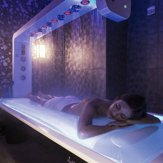 Water and light come together to surround the senses. This unique, advanced spa cabin is perfectly suitable for a variety of multifunctional spa treatments: relaxation, anti-cellulite, draining, slimming and toning treatments, body wraps, scrubs, massages and facial treatments. The Aemotio Spa is electric height adjustable. It is ideal for performing all traditional face and body treatments as well as treatments with water with the vibromassage brush and vichy shower. The vichy shower has a…