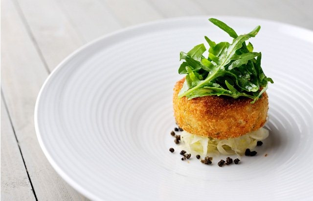Salmon fish cakes with rocket capers and lime dressing for Salmon fish cake recipe
