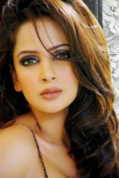 Pin By Mindy Cas On Makeup Actresses Pakistani Models