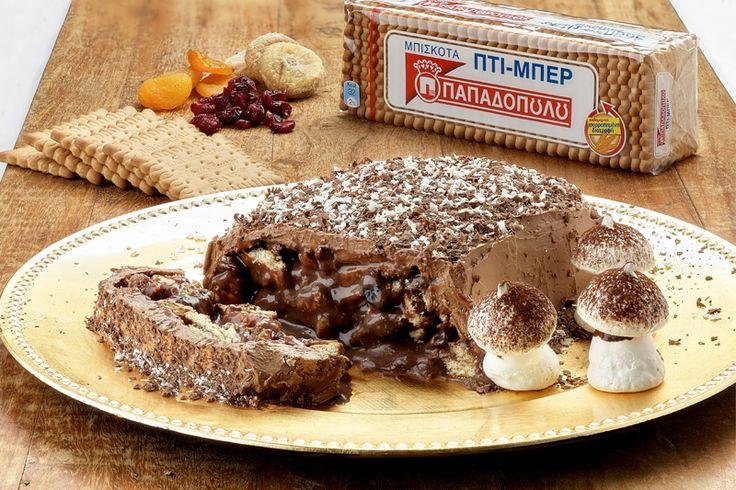 """Σοκολατένιος Χριστουγεννιάτικος κορμός με αποξηραμένα φρούτα, μπισκότα """"ΠΤΙ-ΜΠΕΡ"""" ΠΑΠΑΔΟΠΟΥΛΟΥ και """"μανιτάρια"""" από μαρέγκα και κακάο"""